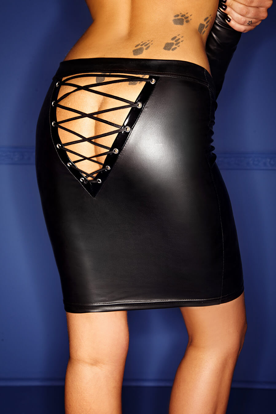 noir-handmade-F089-wetlook-mini-skirt