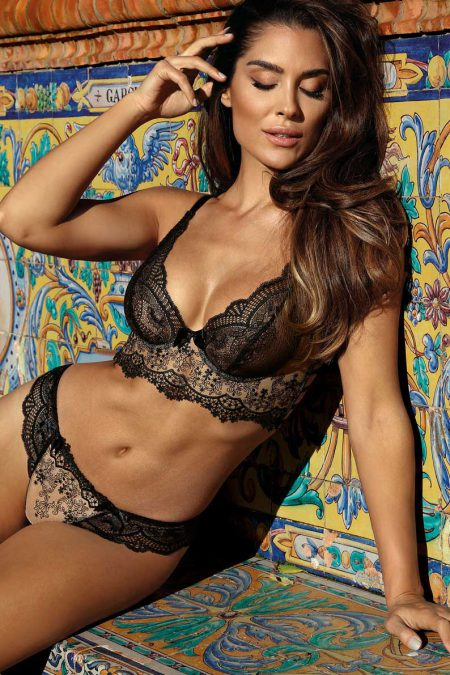 Axami-seductive-woman-luxury-black-bra-and-thong-of-laces-V-9068-V-9061